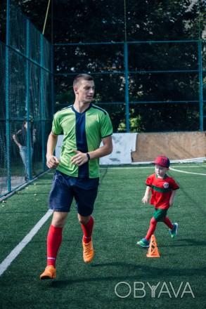Привіт. Мене звати Олег, мені 23 роки і я - дитячий тренер по футболу. Вже досит. Ровно, Ровненская область. фото 1