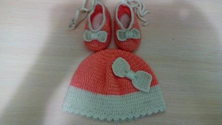 Комплект для малышки шапочка и пинетки. Александрия. фото 1