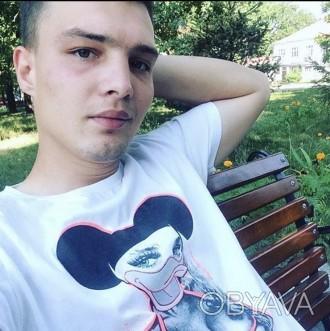 Пишу стихи, играю на гитаре, не пью. Львов, Львовская область. фото 1