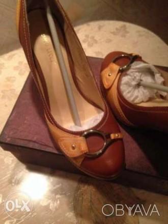 продам новые ,очень красивые туфли комбинированные коричневые с светло коричневы. Кропивницкий, Кировоградская область. фото 1