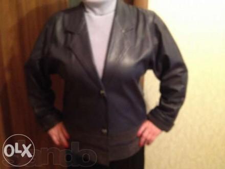 Продам . темно-синий б\у кожаный пиджак -длина пиджака 68 см, ширина спинки53 см. Кропивницкий, Кировоградская область. фото 2