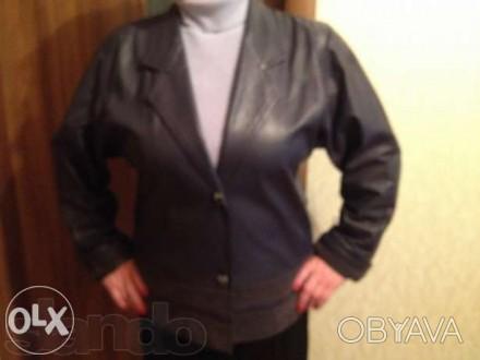 Продам . темно-синий б\у кожаный пиджак -длина пиджака 68 см, ширина спинки53 см. Кропивницкий, Кировоградская область. фото 1