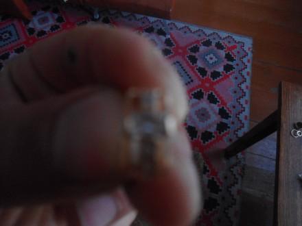 золотая серьга с камнями. Приморск. фото 1