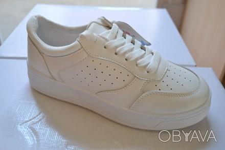 Продам кроссовки белые,красивые,удобные.Размеры 36,37,38,39.40.41.