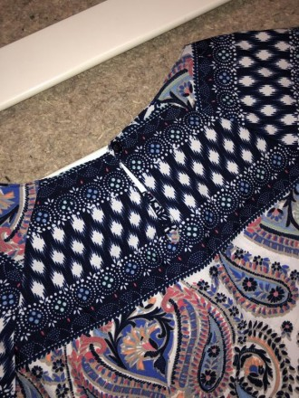 Цветное мини платье с узорами.Легкая ткань,но не тянется.Сзади застежка капелька. Кривой Рог, Днепропетровская область. фото 4