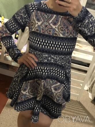 Цветное мини платье с узорами.Легкая ткань,но не тянется.Сзади застежка капелька. Кривой Рог, Днепропетровская область. фото 1