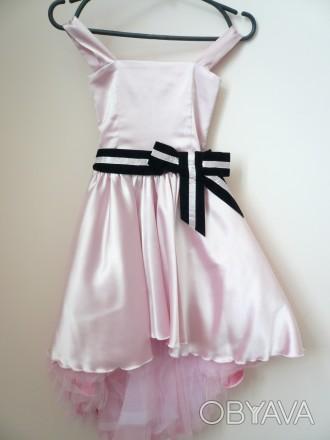 Платье розовое с поясом б/у