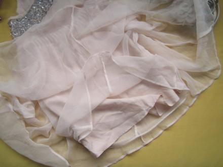 Новое красивенное пудровое платье с удлинёнными боками и красивой вышитой спинко. Пирятин, Полтавская область. фото 8