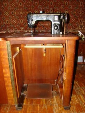 Швейная машинка VERITAS в комплекте со столиком-рабочим местом. Состояние - хор. Киев, Киевская область. фото 2