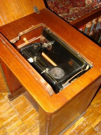 Швейная машинка VERITAS в комплекте со столиком-рабочим местом. Состояние - хор. Киев, Киевская область. фото 7