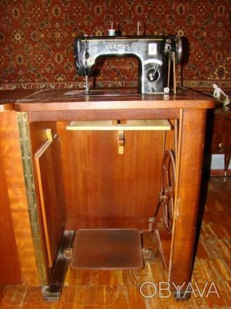 Швейная машинка VERITAS в комплекте со столиком-рабочим местом. Состояние - хор. Киев, Киевская область. фото 1
