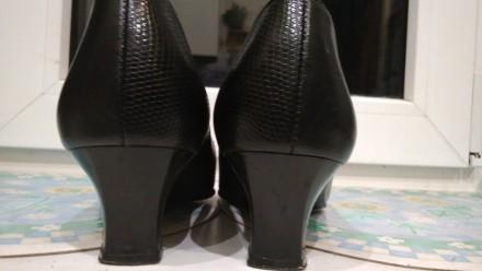 Туфли чёрные 38р.Европа в идеальном состоянии,стелька 25см,кожзам отличного каче. Кривой Рог, Днепропетровская область. фото 5