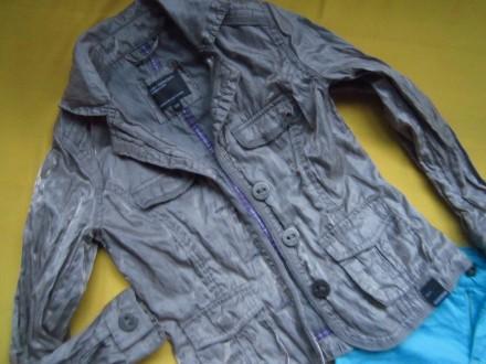 Фирменный стильный, очень красивый пиджак серого с отливом цвета ,р.128. В отлич. Пирятин, Полтавская область. фото 3