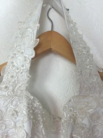 Безумно красивое пышное свадебное платье со шлейфом, верх - американка, ручная р. Киев, Киевская область. фото 5