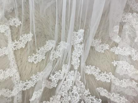 Безумно красивое пышное свадебное платье со шлейфом, верх - американка, ручная р. Киев, Киевская область. фото 9