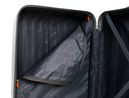 Маленький французский пластиковый чемодан на 4-х колесах всемирно известной марк. Киев, Киевская область. фото 9