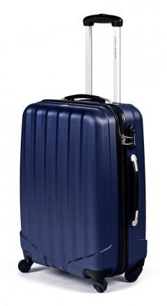 Маленький французский пластиковый чемодан на 4-х колесах всемирно известной марк. Киев, Киевская область. фото 3