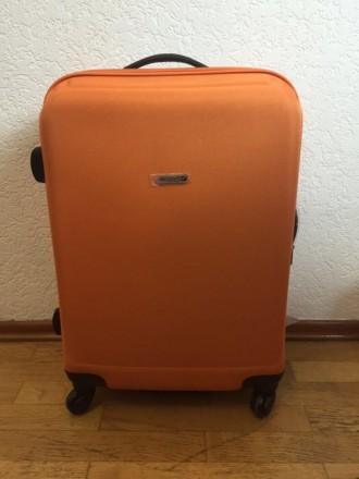fcf97e3767f1 Пластмассовый чемодан обтянутый тканью с расширением в 5см, 64см, 66л
