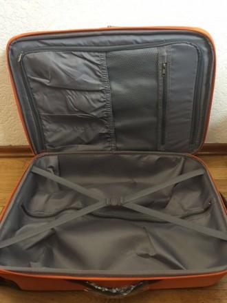 Яркий оранжевый пластмассовый чемодан обтянутый тканью с расширением в 5 см. Мат. Киев, Киевская область. фото 8