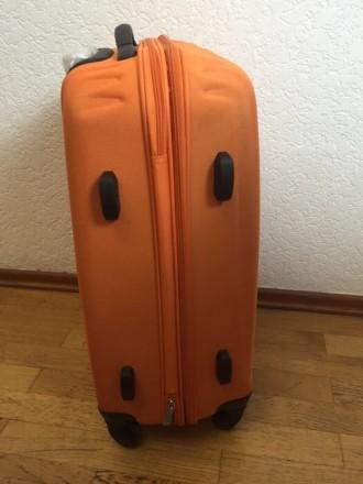 Яркий оранжевый пластмассовый чемодан обтянутый тканью с расширением в 5 см. Мат. Киев, Киевская область. фото 6