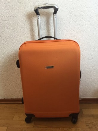 Яркий оранжевый пластмассовый чемодан обтянутый тканью с расширением в 5 см. Мат. Киев, Киевская область. фото 3