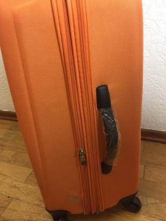 Яркий оранжевый пластмассовый чемодан обтянутый тканью с расширением в 5 см. Мат. Киев, Киевская область. фото 7