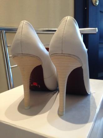 Туфли белого цвета с аккуратной имитированной шнуровкой. Бренд & OTHER STORIES. . Одесса, Одесская область. фото 5