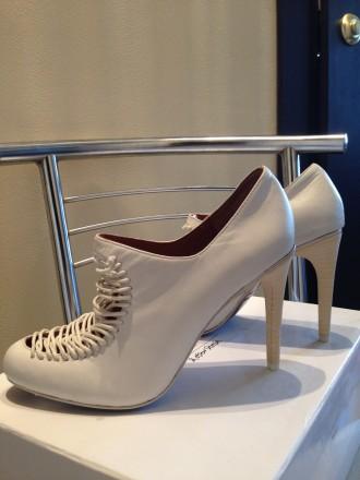 Туфли белого цвета с аккуратной имитированной шнуровкой. Бренд & OTHER STORIES. . Одесса, Одесская область. фото 4