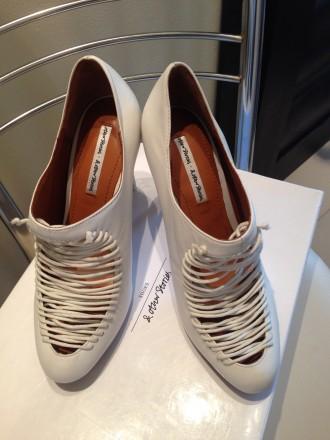 Туфли белого цвета с аккуратной имитированной шнуровкой. Бренд & OTHER STORIES. . Одесса, Одесская область. фото 3