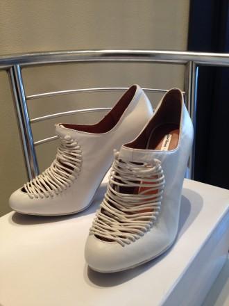 Туфли белого цвета с аккуратной имитированной шнуровкой. Бренд & OTHER STORIES. . Одесса, Одесская область. фото 6