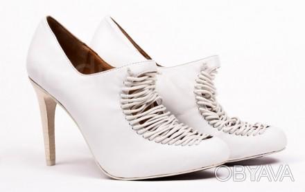 Туфли белого цвета с аккуратной имитированной шнуровкой. Бренд & OTHER STORIES. . Одесса, Одесская область. фото 1