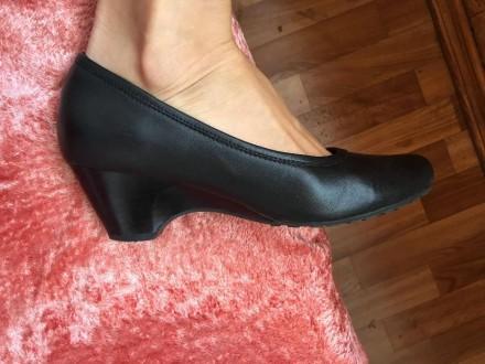 Продам черные кожаные туфли, одевались всего 5 раз. Размер 36 ( ну идет как на . Киев, Киевская область. фото 2