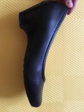 Продам черные кожаные туфли, одевались всего 5 раз. Размер 36 ( ну идет как на . Киев, Киевская область. фото 3