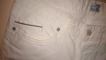 Роскошные белые джинсы от известнейшего итальянского бренда Replay. Качественный. Киев, Киевская область. фото 2