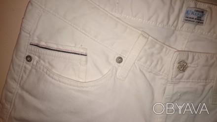 Роскошные белые джинсы от известнейшего итальянского бренда Replay. Качественный. Киев, Киевская область. фото 1
