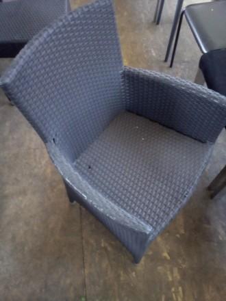 Продам кресло б/у с подлокотниками из искуственного ротанга для кафе, бара, рест. Киев. фото 1