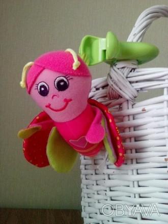 Пчелка- подвеска в очень хорошем состоянии от Tiny love. У нее шуршащие крылышки. Київ, Київська область. фото 1