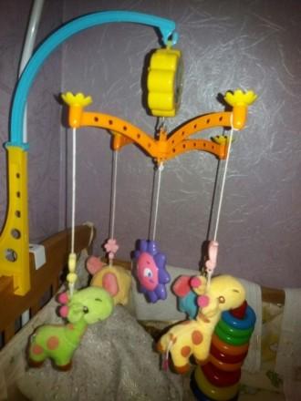 Продам почти новый музыкальный мобиль на кроватку, шикарные цвета и яркие мягкие. Киев, Киевская область. фото 2