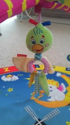 Прикольный коврик в отличном состоянии с игрушками. В центре игрушка с вибрацией. Овидиополь, Одесская область. фото 5