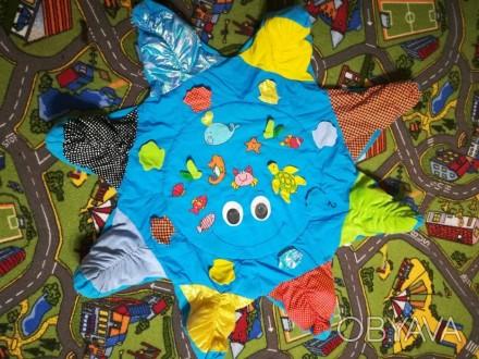 Продам детский развивающий коврик, шелестит, изображение рыбок и цыфер, помогает. Киев, Киевская область. фото 1