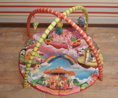 Продам яркий развивающий коврик, каждая игрушка имеет свое звучание, игрушки мен. Кременчук, Полтавська область. фото 2