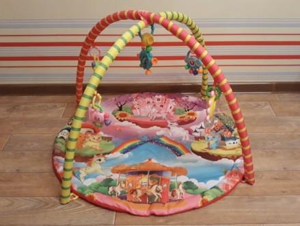 Продам яркий развивающий коврик, каждая игрушка имеет свое звучание, игрушки мен. Кременчук, Полтавська область. фото 4