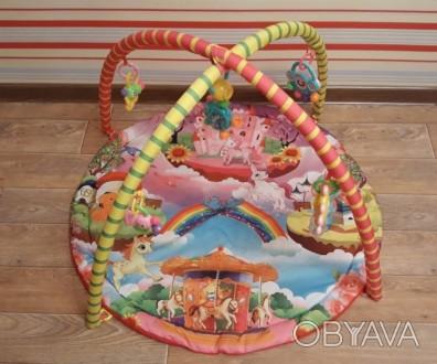 Продам яркий развивающий коврик, каждая игрушка имеет свое звучание, игрушки мен. Кременчук, Полтавська область. фото 1
