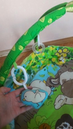 Приятный зеленый коврик в отличном состоянии. Есть бортики, что предотвращает вы. Суми, Сумська область. фото 4