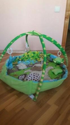 Приятный зеленый коврик в отличном состоянии. Есть бортики, что предотвращает вы. Суми, Сумська область. фото 3