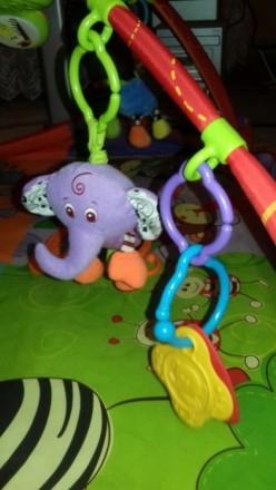 Развивающий коврик после одного ребёнка в отличном состоянии. Пять игрушек на ду. Київ, Київська область. фото 3