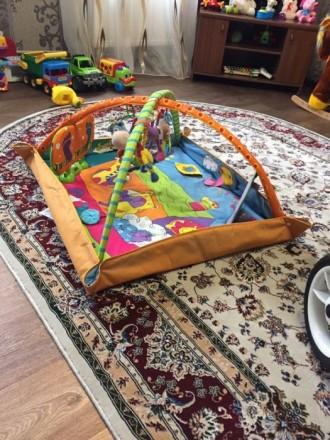 Классный развивающий коврик от Tiny Love. Моему ребенку он очень нравиться. Музы. Шостка, Сумська область. фото 3