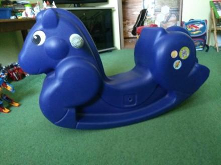 Пластмассовая лошадь-качалка для дома или двора. Возраст от 1 года до 5 лет Разм. Котовск, Одесская область. фото 3