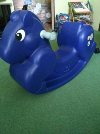 Пластмассовая лошадь-качалка для дома или двора. Возраст от 1 года до 5 лет Разм. Котовск, Одесская область. фото 2