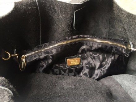 Женская кожаная сумочка . Все лого бренда присутствую, очень мягкая и качественн. Одесса, Одесская область. фото 4